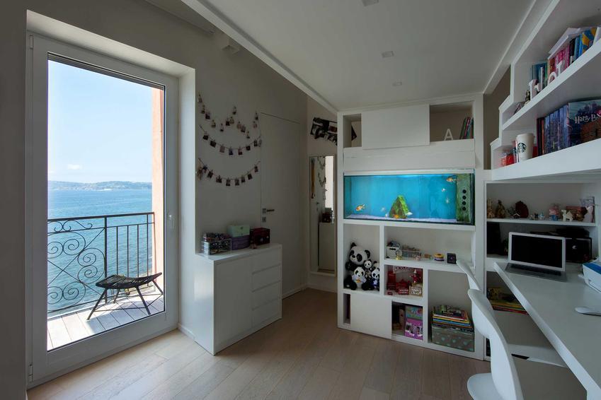 Akwarium wbudowane w ścianę w salonie, a także wskazówki, jak wykonać akwarium w ścianie oraz porady i sposób montażu